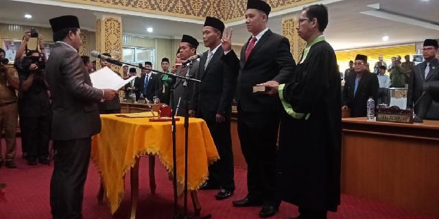 Ketua Nasarudin Resmi Lantik Tiga PAW Angggota DPRD Pelalawan