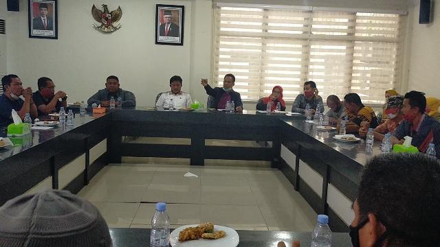 Mediasi Jual Beli TBS Petani KUD dengan PT Mega Nusa Inti Sawit di DPRD Inhu Ditunda