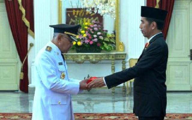 Jokowi Lantik Gubernur Riau Berserta Tiga Gubernur Lainnya dan Dua Wakil Gubernur