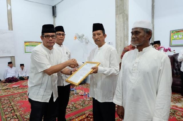 Pemkab Inhil Mengukuhkan Status Surau Al- Hidayah Menjadi Mesjid di Kelurahan Sungai Beringin