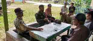 Babinsa 05/Prp Komsos Memberikan Edukasi Dan Sosialisasi Bahaya Virus Corona Kepada Masyarakat
