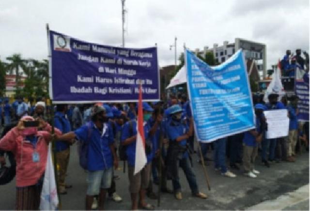 Haknya tak Dipenuhi PT Padasa Enam Utama, Buruh Demo ke Kantor Gubernur Riau