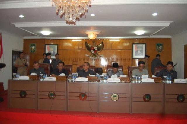 DPRD Gelar Paripurna Pandangan Fraksi Terhadap LPP APBD 2014