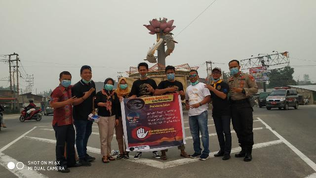 Komunitas E-Dinarcoin Indragiri Bagi-bagi Masker Kepada Warga Inhu