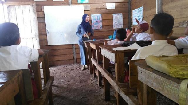 Ruang Belajar Tidak Cukup, Siswa SDN 12 Bengkalis Bergantian Belajar