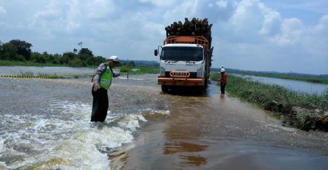 Akses Jalan koridor PT RAPP Menuju Langgam Untuk Sementara Di Tutup