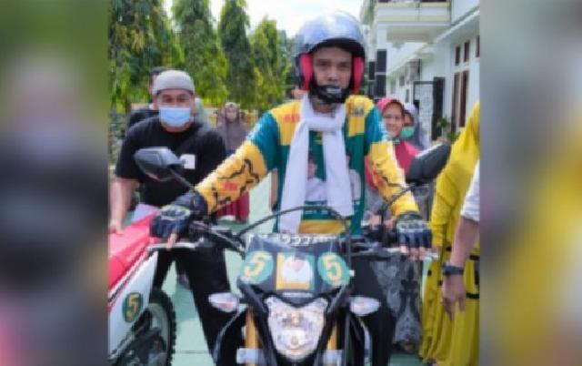 Pakai Baju Sport Bergambar Rizal-Yoghi, UAS Berikan Dukungan untuk Nomor Urut 5 di Pilkada Inhu