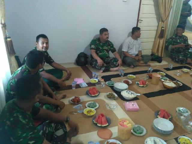 TMMD 104 Makan Bersama Dengan Masyarakat Desa Seberang Gunung