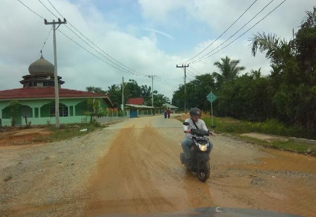 Warga Jalan Badak Resah Dengan Debu, Truk Batu Bara PT Samantaka Diduga Biang Keladinya
