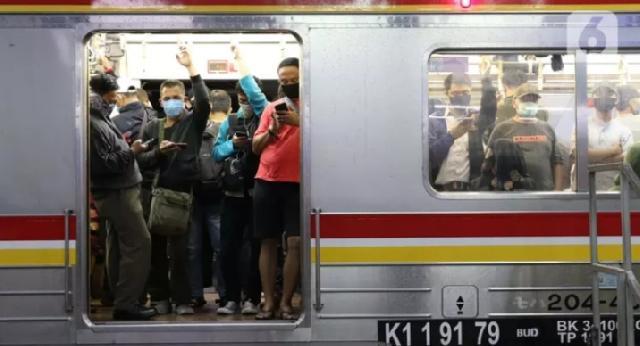 Penumpang KRL Diizinkan Makan dan Minum di Kereta Saat Waktu Buka Puasa