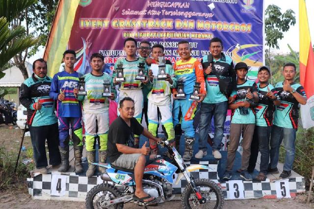 AWONKS TECH SPEEDSHOP Sambet 7 Piala di Kejuaraan Event GrassTrack dan Motor Cross