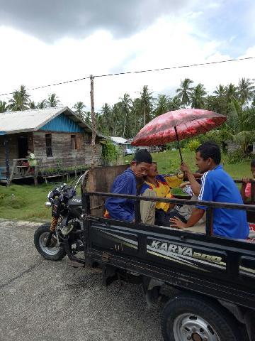 Infrastruktur Jalan Bagus, Warga Mandah Inhil Harapkan Bantuan Ambulan Viar