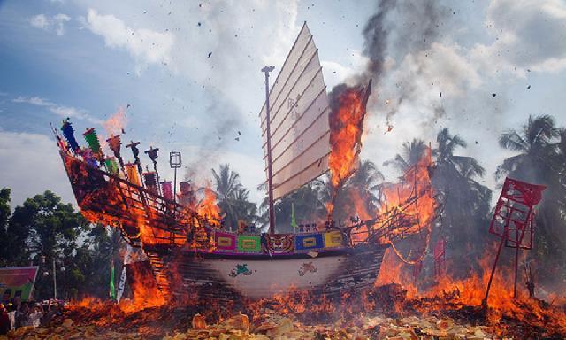 Deputi Kementrian Pariwisata RI, Hadiri Perayaan Bakar Tongkang Rohil