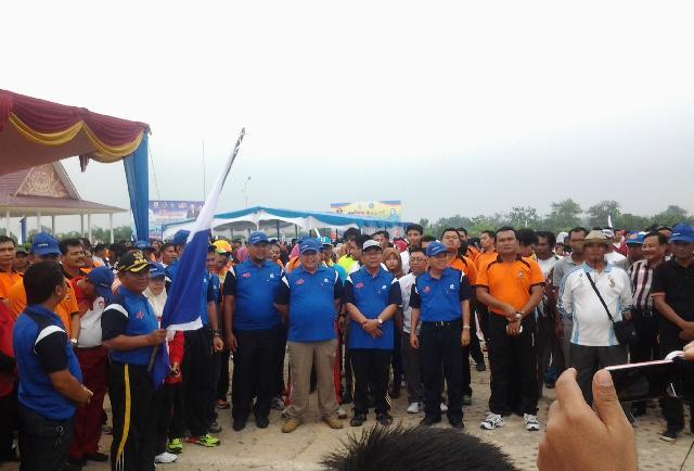 Bupati Pelalawan Lepas Ribuan Peserta Gerak Jalan Sehat