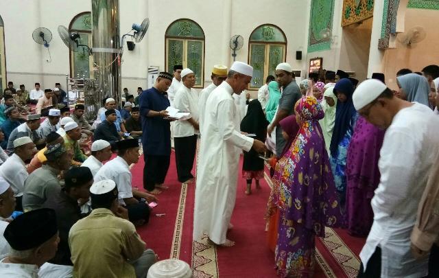 Wabup Hadiri Malam Nuzul Qur'an di Masjid Agung Darul Ulum