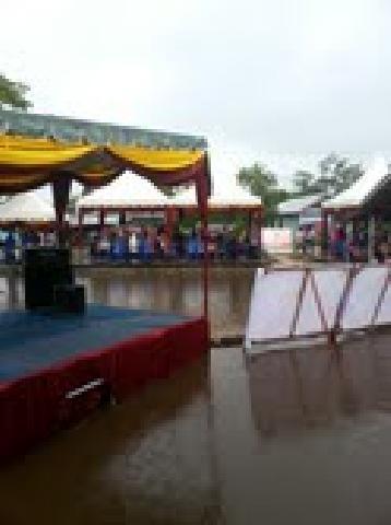 Meski DesaTerendam Banjir, Pesta Tetap Dilaksanakan Di Pakning