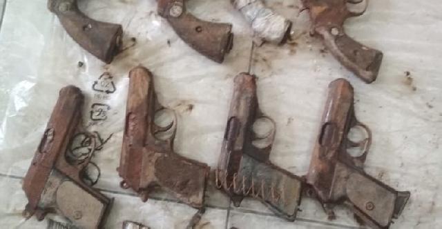 Polresta Pekanbaru Mengamankan 11 Pucuk Pistol dan 325 Pelor di Rumbai