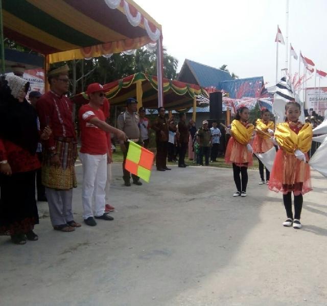 Ketua DPRD  Meranti H. Fauzi Hasan SE, Lepas Peserta Pawai Karnaval HUT RI ke-73 di Rangsang
