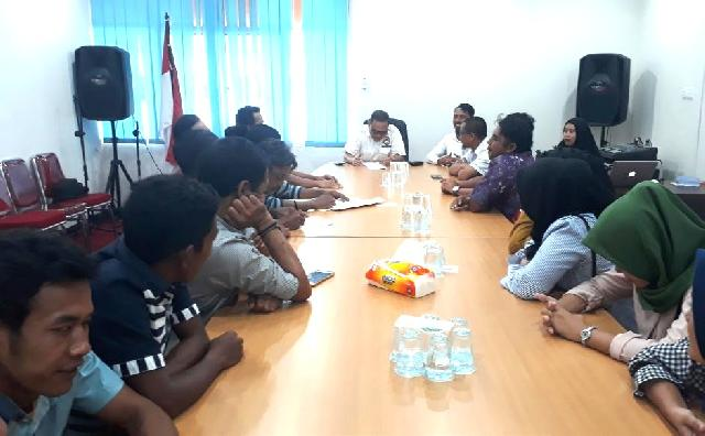 Kelompok Warga Calon Radio Komunitas Lintas Subayang Datangi KPID Riau
