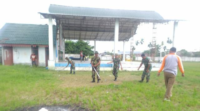 Anggota Koramil 04/PP Goro Bersama Ormas di Lapangan Garuda