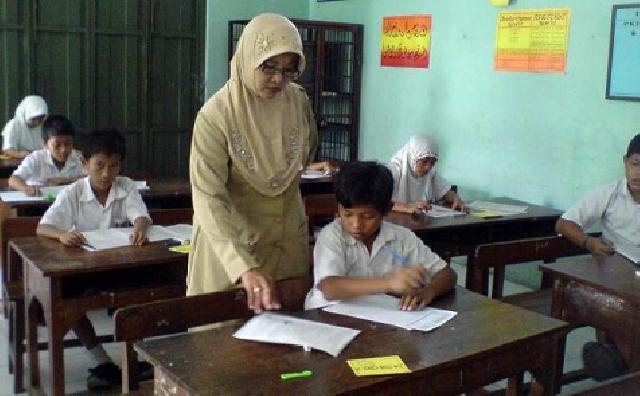 34.700 Guru PNS Kab/Kota dialihkan ke Propinsi Riau