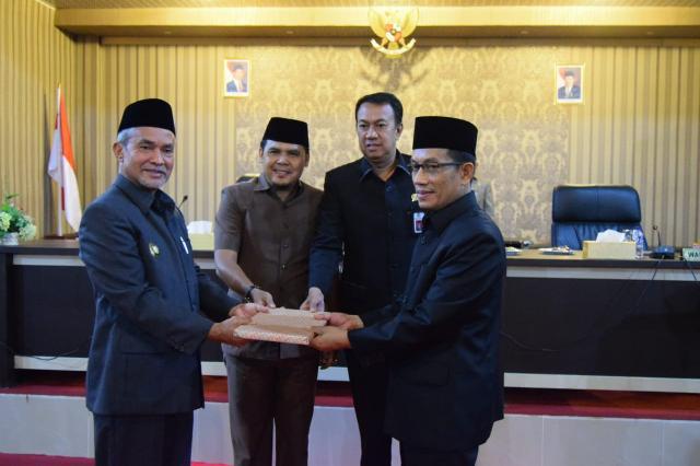Wakil Bupati Meranti Hadiri Rapat Paripurna Pansus RPIK Serta Penyampaian Nota Keuangan APBD-P 2018