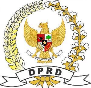 https://pelitariau.com/assets/berita/thumb/kecil-14154674764-logo_dprd.jpg