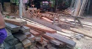 https://pelitariau.com/assets/berita/thumb/kecil-66091654403-prabot-kayu-ilegal-rengat.jpg