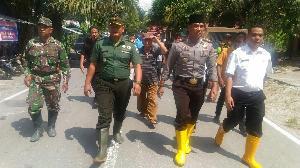 https://pelitariau.com/assets/berita/thumb/kecil-76704438962-tinjau_banjir.jpg