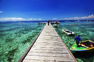 https://pelitariau.com/assets/berita/thumb/kecil-77427044231-the_most_beautiful_tourist_attractions_in_pantai_derawan_indonesia.jpg