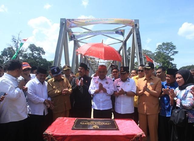 Di Rohul, Jembatan Sumpur Desa Tibawan Kecamatan Rokan IV Koto Diresmikan
